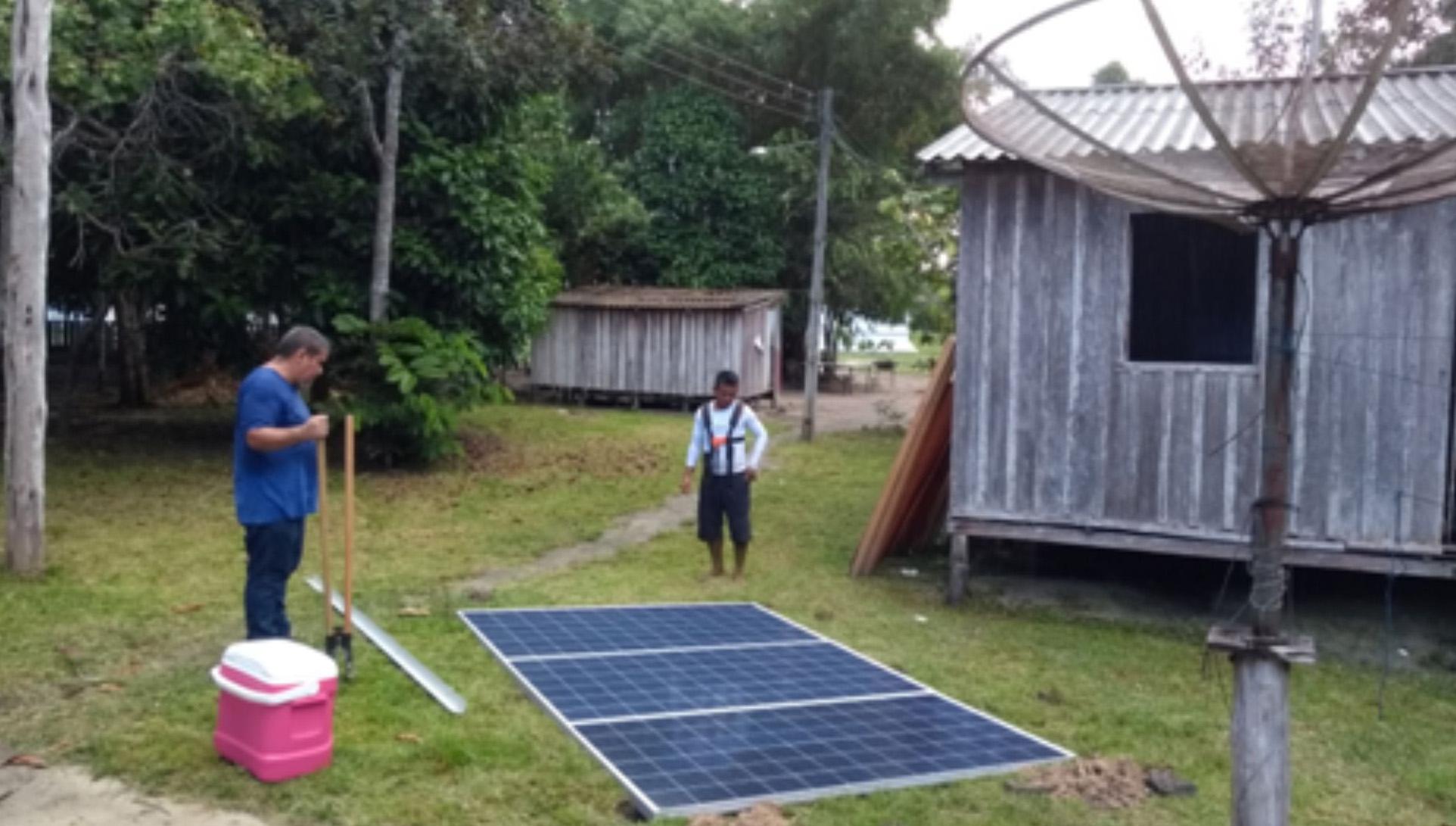 Engenharia Elétrica instala painéis solares em comunidade isolada no Rio Cuieiras